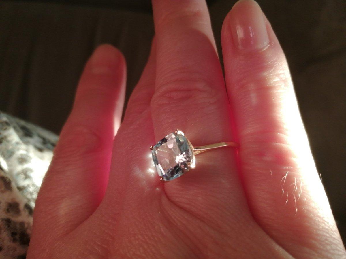 Нежное кольцо с топазом
