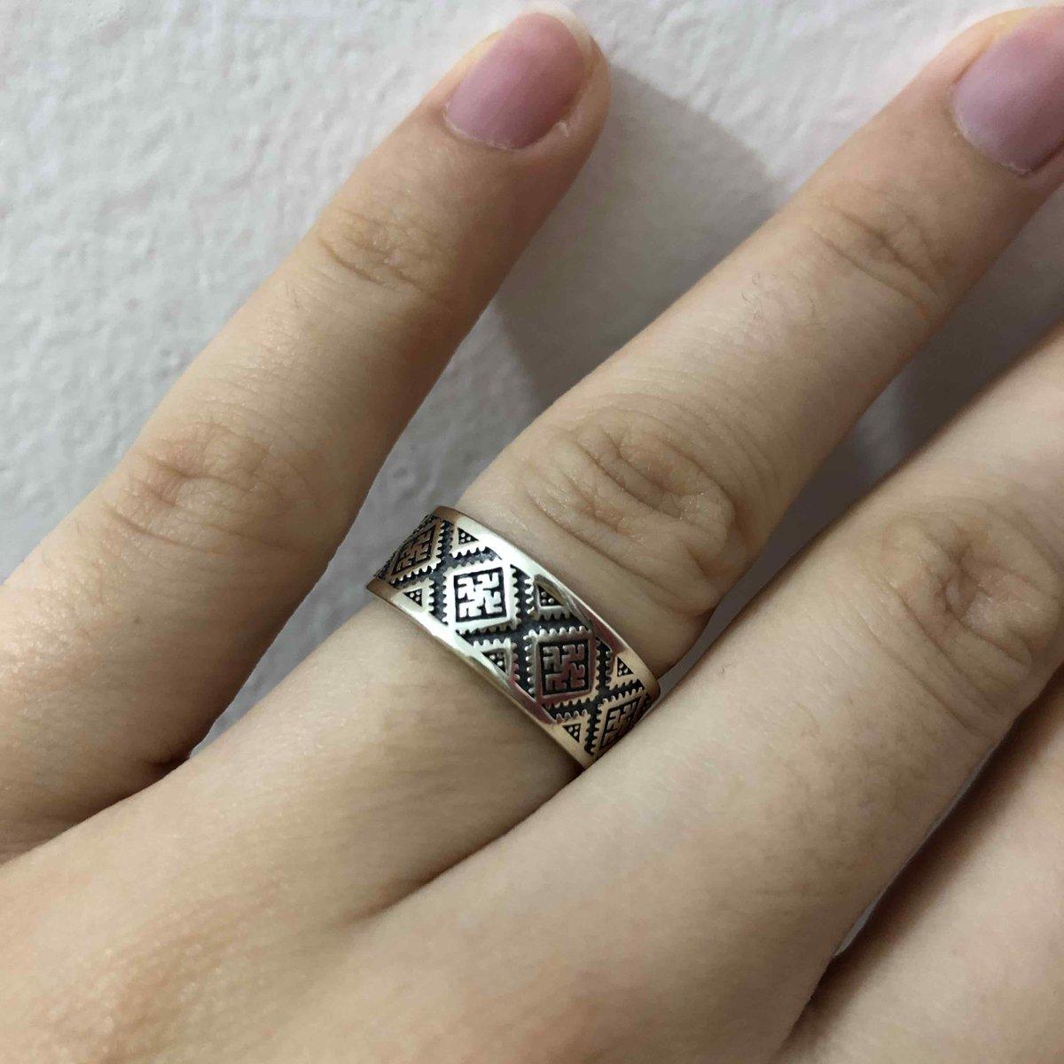 Размер 18, качественное, красивое кольцо.