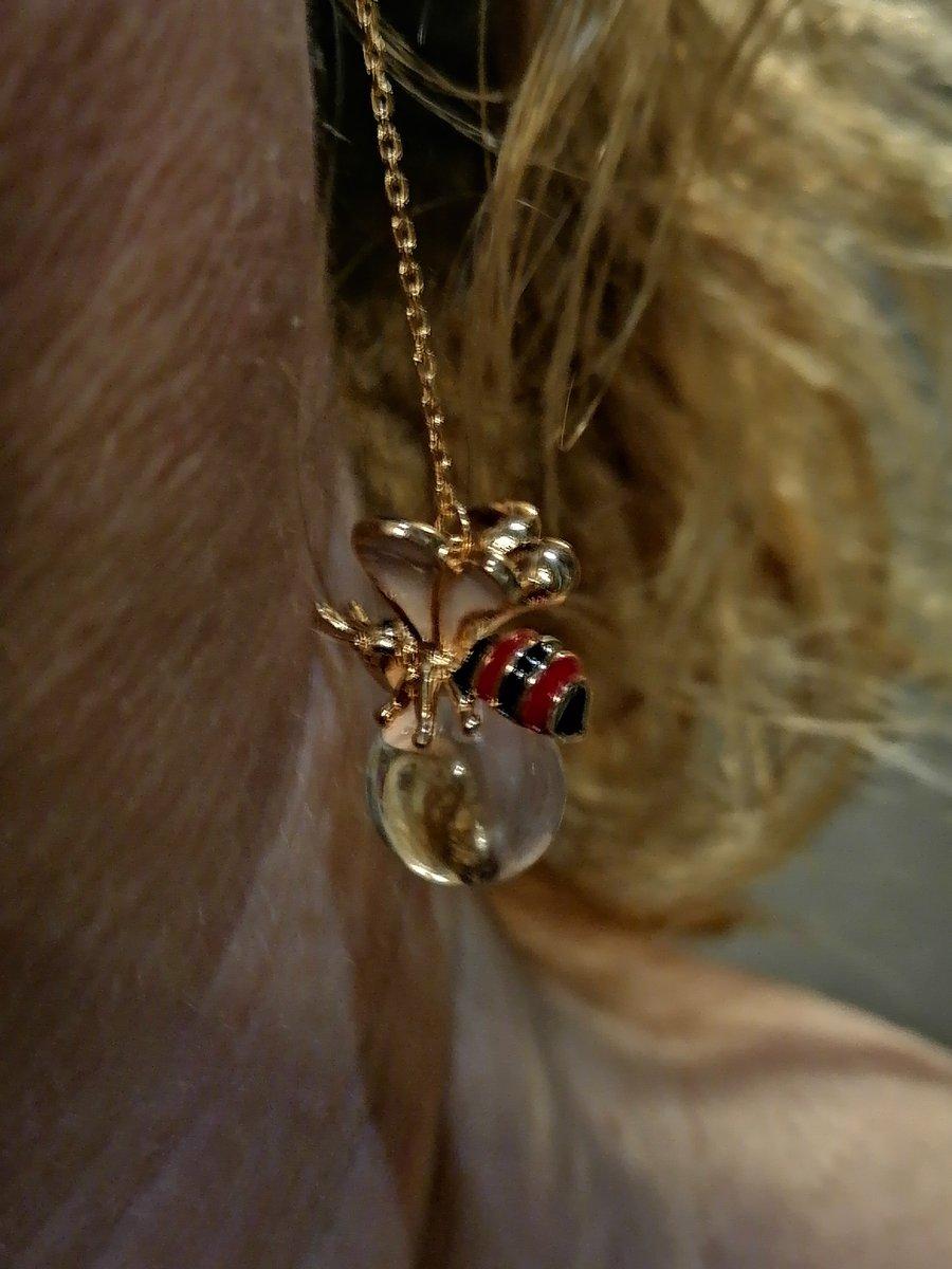 Сережки-пчелки