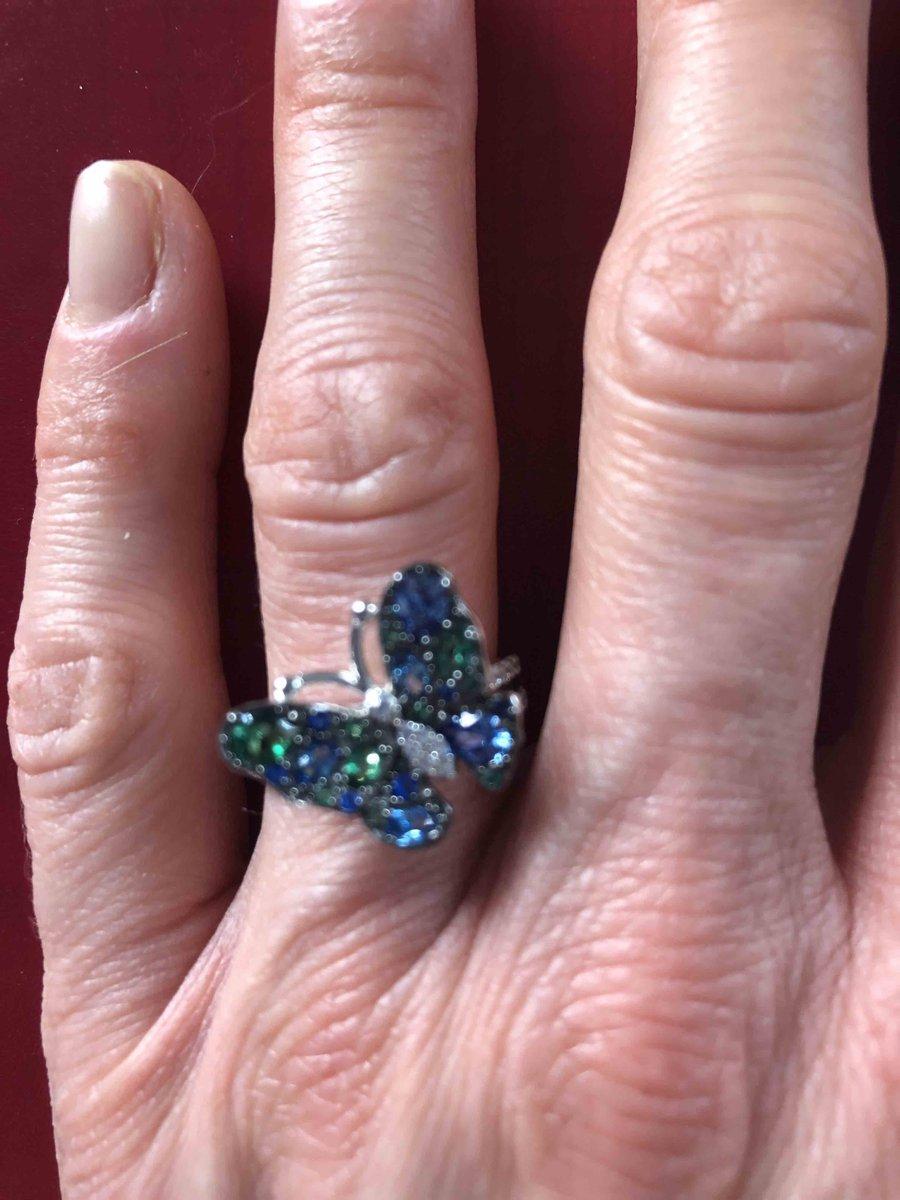 Кольцо в форме бабочки с фианитами и синтетической шпинелью
