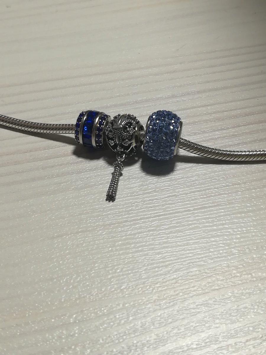 Шарм с голубыми камешками