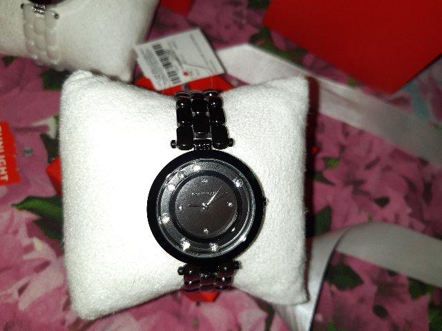 Моя первая покупка очень крачивые часы в черном цвете🥰🥰🥰