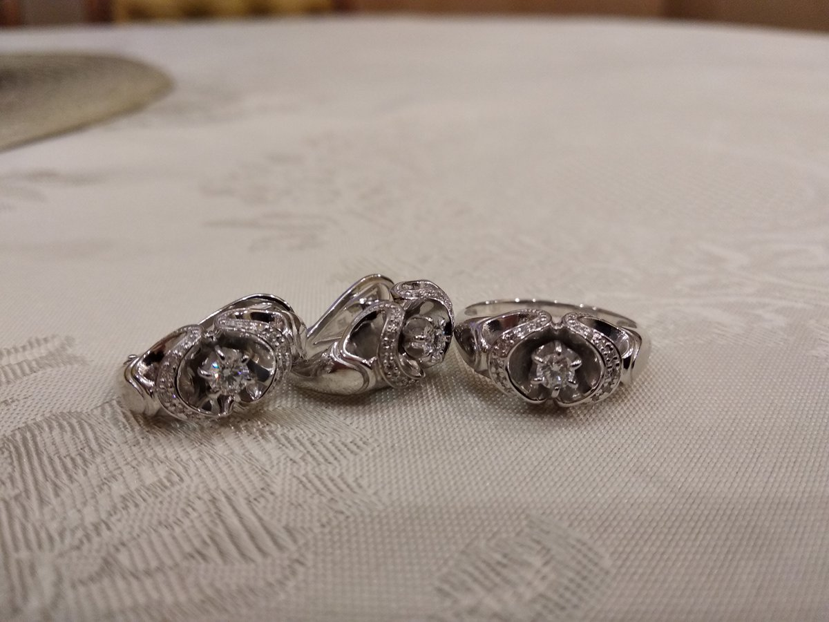 Изысканный бриллиантовый комплект серьги+кольцо