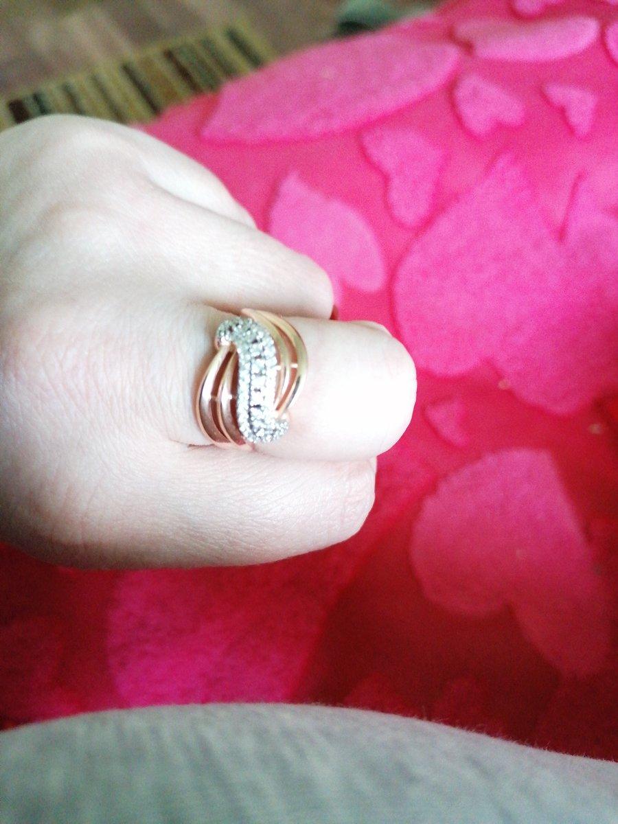 Кольцо понравилось,фианиты блестят, смотрится шикарно 👍