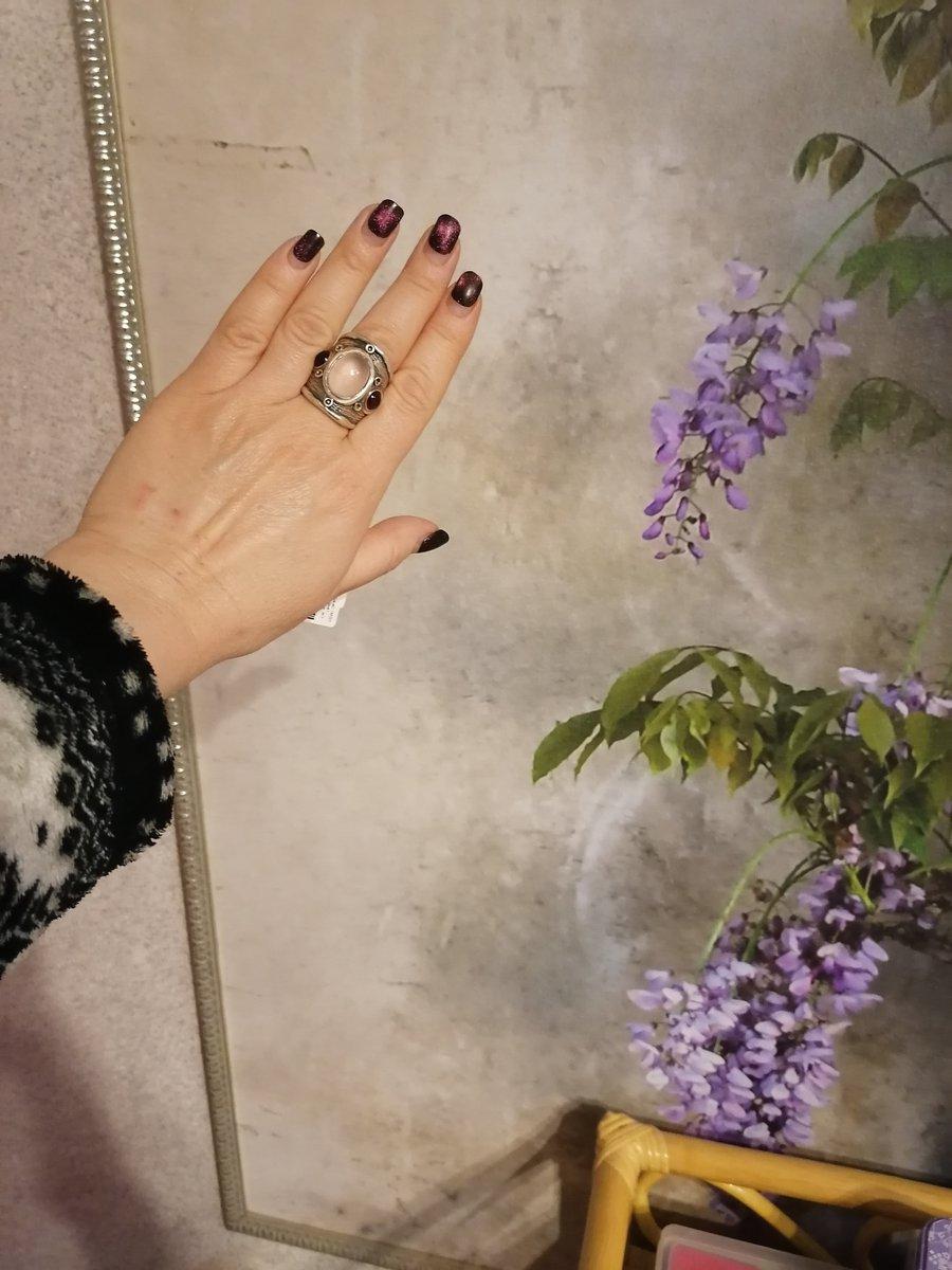 Кольцо с розовым кварцем.