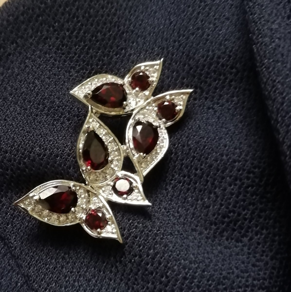 Брошь серебряная бабочки ( фианит с гранатом)