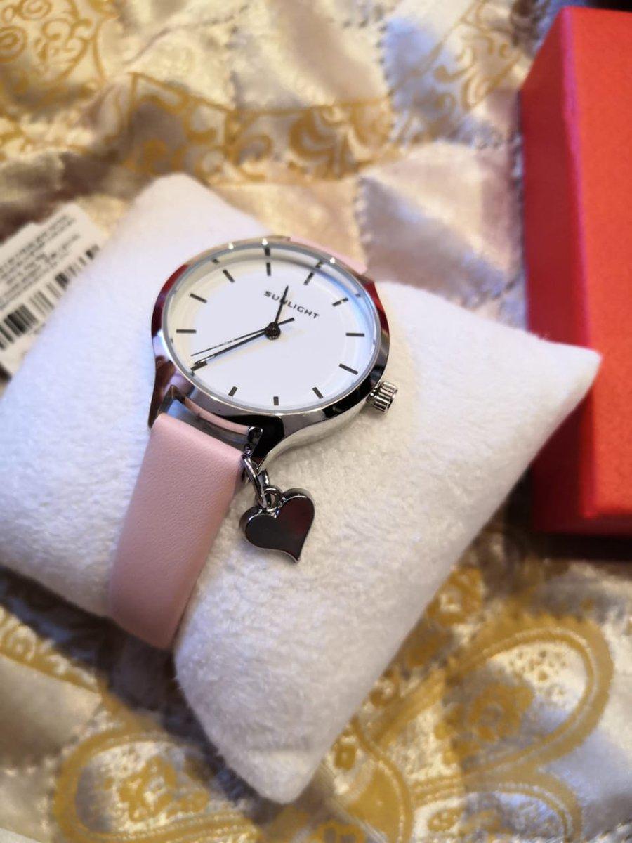 Красивые, аккуратные часы.