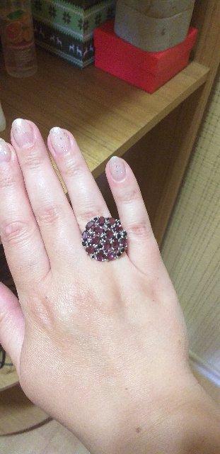 Кольцо очень красивое, камни блестят и переливаются. Подарок мужа