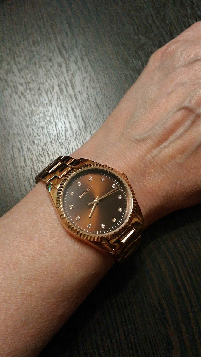 Купила часы онлайн:быстро,удобно,без предоплаты.Доставили без задержки.