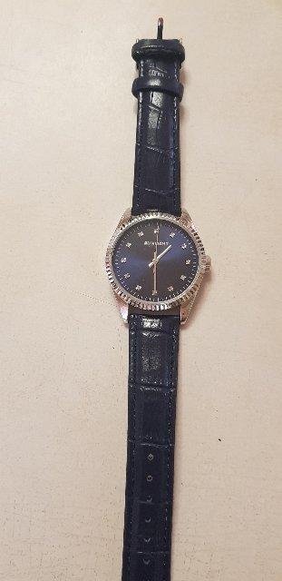 Часы хорошенькие!