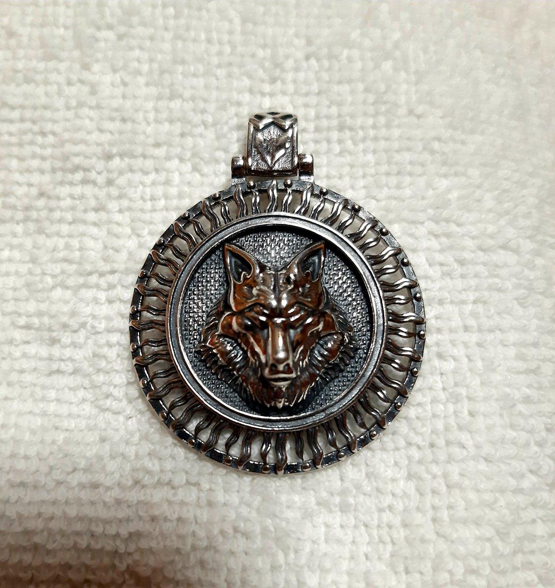 Оберег серебряный волк