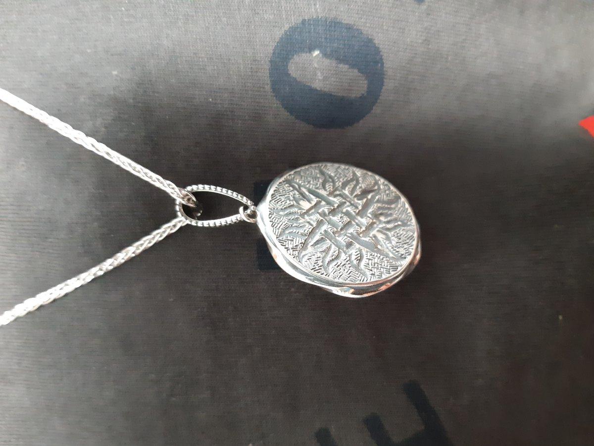 Красивый медальон