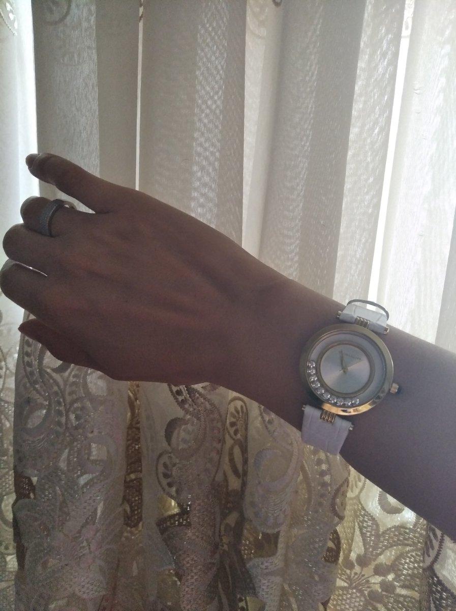 Часы понравились,элегантно смотряться на руке,приятный дизайн