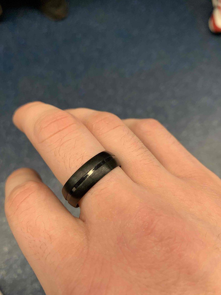Купил красивое кольцо