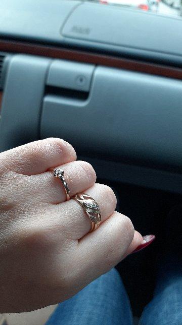 Шикарное нежное колечко с бриллиантом!)