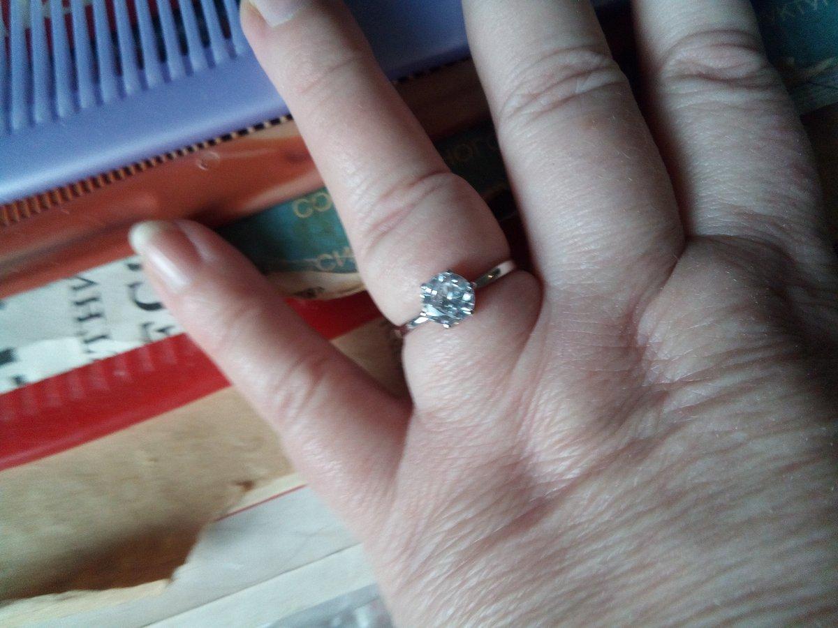 Перстень с бесцветным фианитом от SOKOLOV