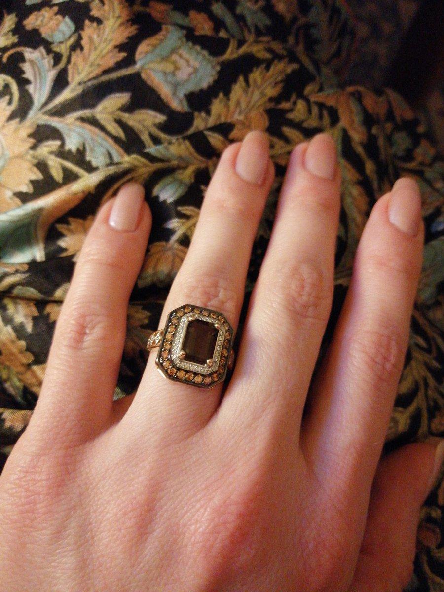 Перстень для вечернего выхода.