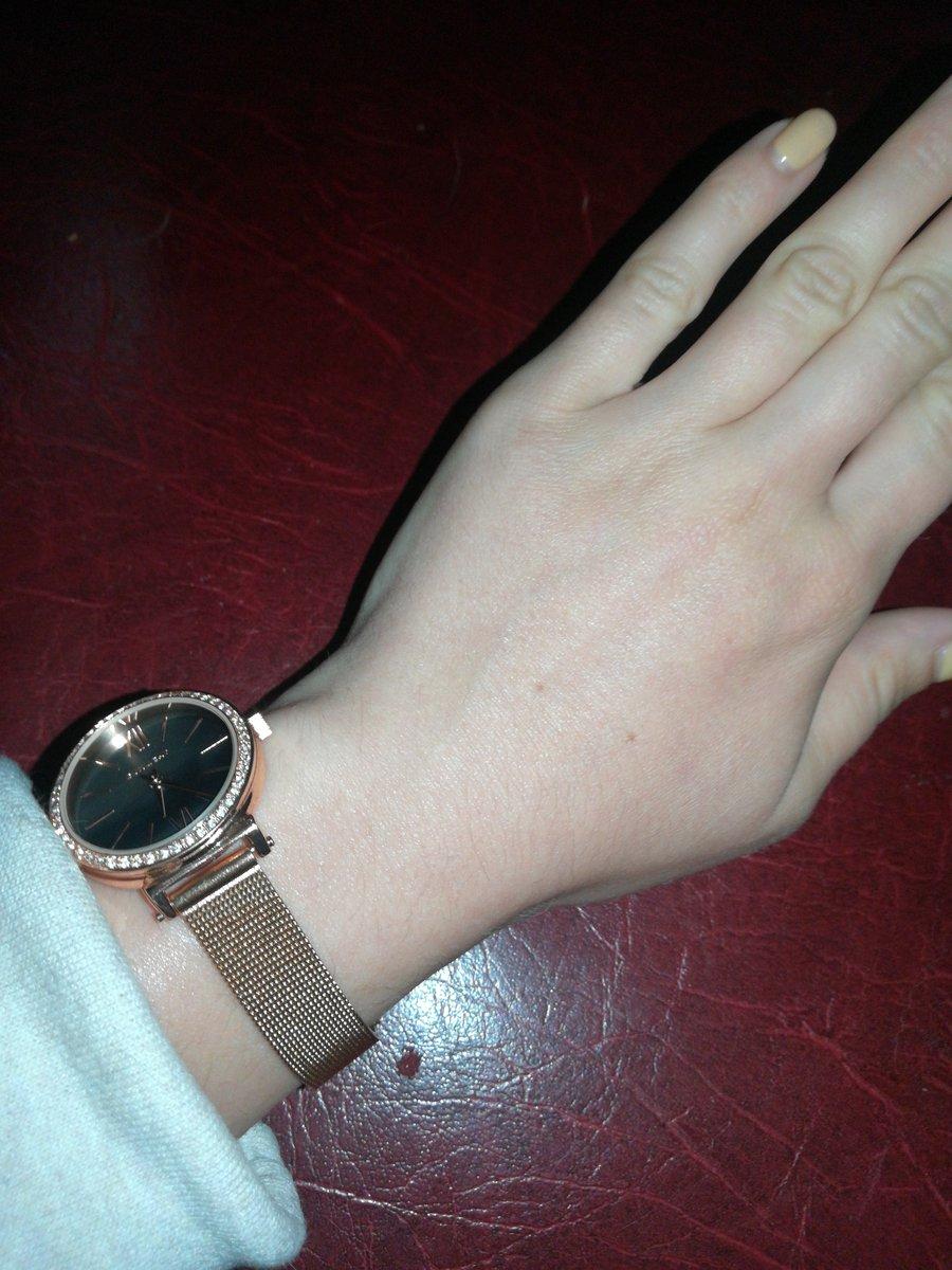 Симпатичные элегантные часы!