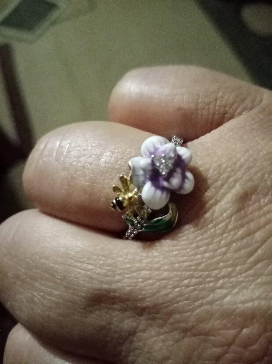 Кольцо серебро с зелёным фианит ом.