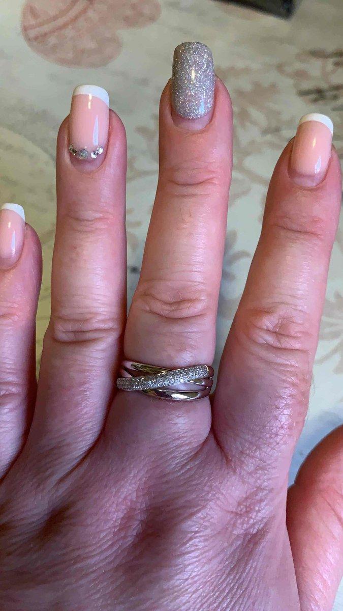 Очень красивое кольцо из белого золота 🙌