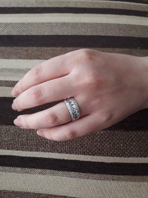 Очень красивое кольцо (размер 16,5).