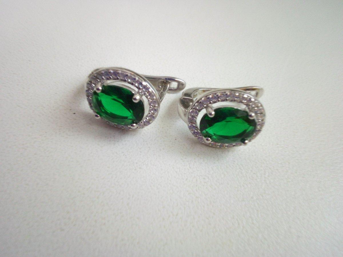 Серьги серебряные , с фианитами и аппантом- зелёный камень. Вес- 3.16г.