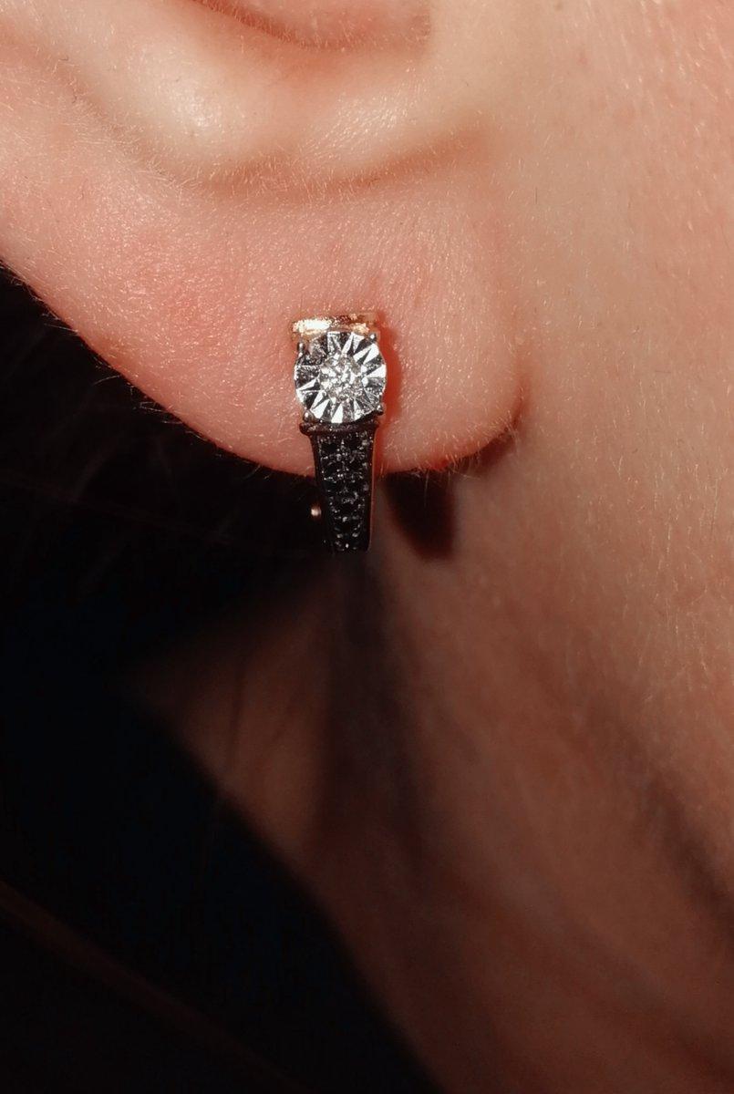 Серьги с белым и чёрными бриллиантами.
