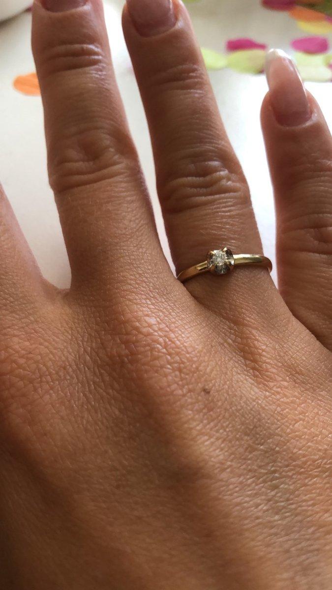 Кольцо с бриллиантиком