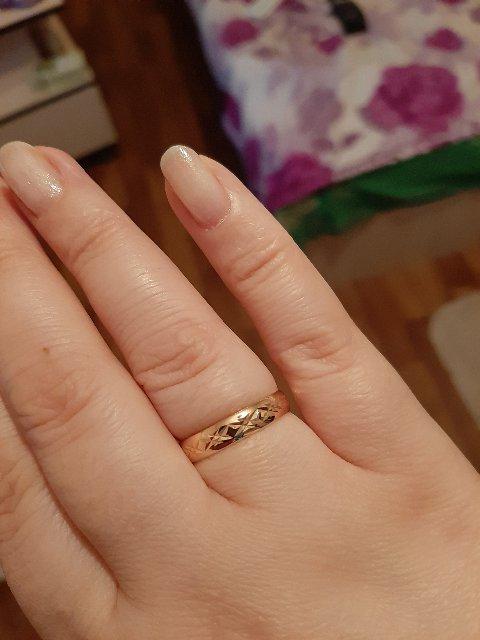 Добрый день, кольцо очень красивое с алмазной огранкой,необычное