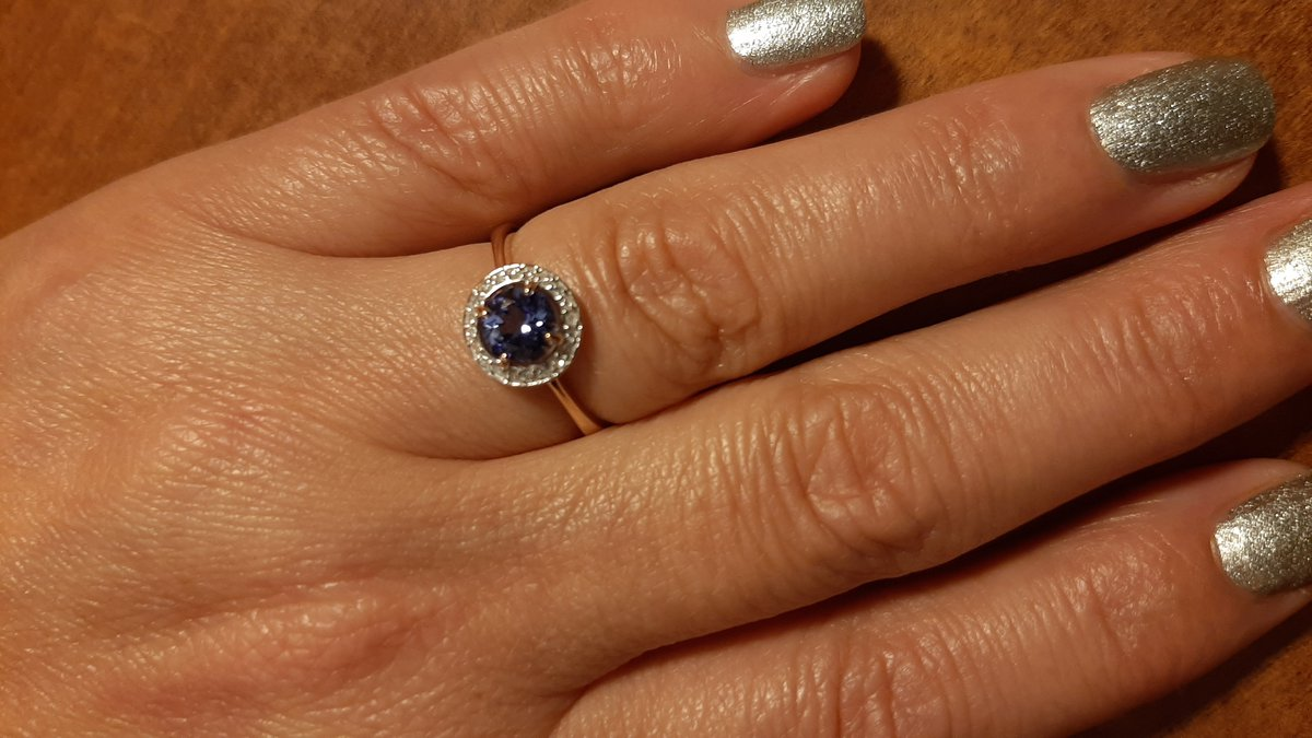 Прекрасное кольцо с танзанитом.