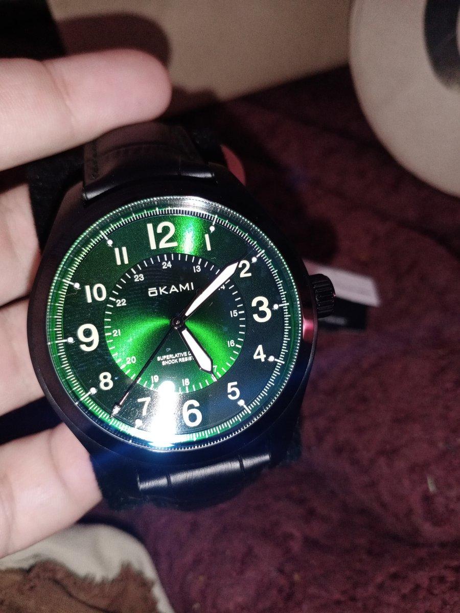 Невероятно красивые и стильные часы!