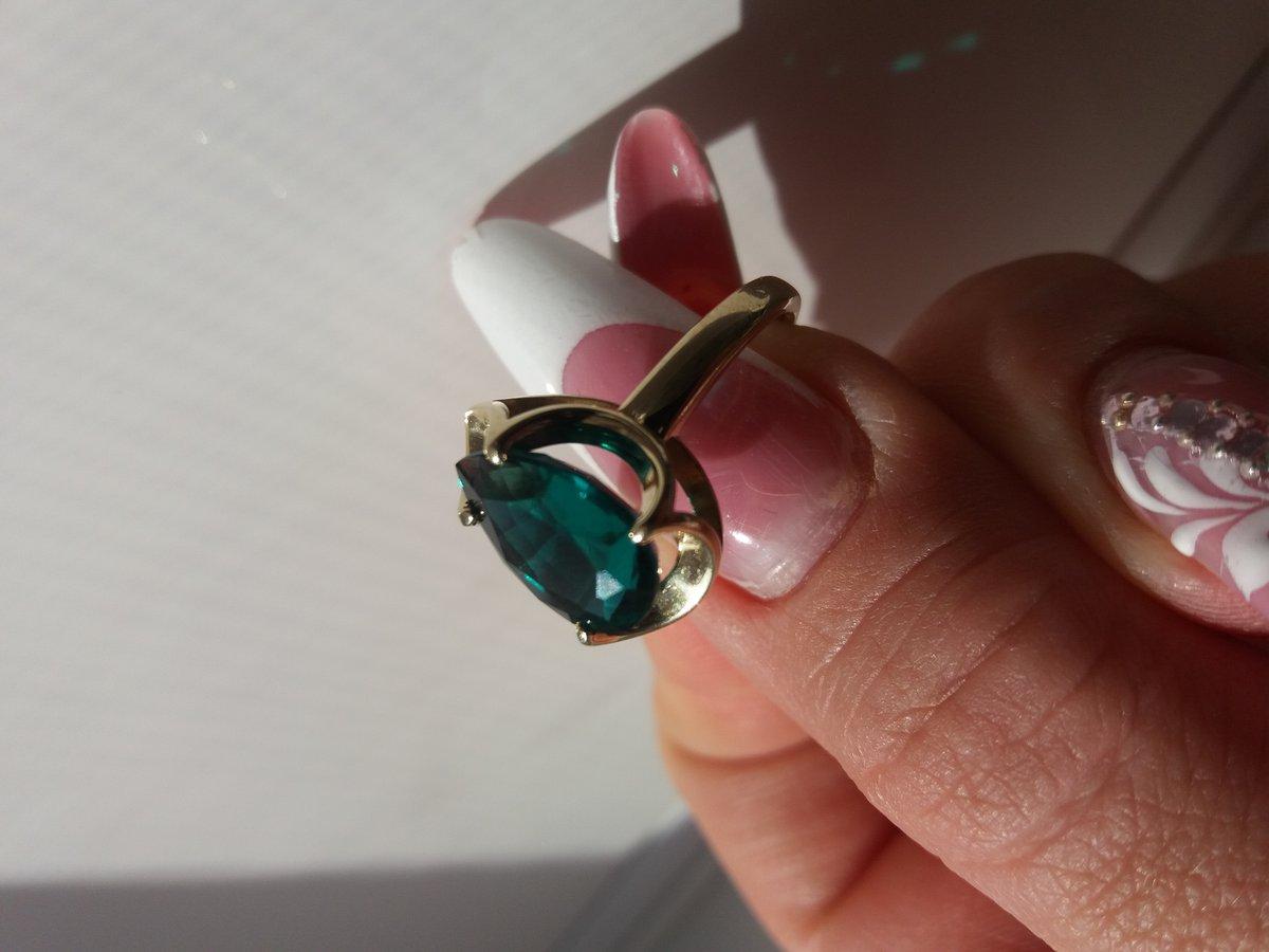 Очень красивое кольцо с гт изумрудом!