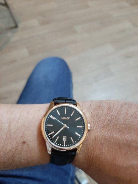 Решил попробовать по носить часы. Начал с простенького.