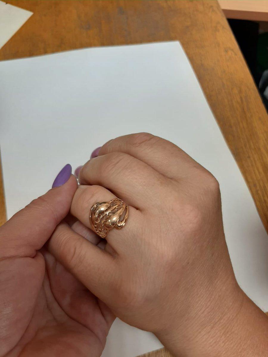 Приобрела золотое кольцо.