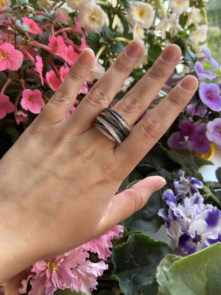 Кольцо,которое привлекает внимание даже неинтерисующихся людей в мире моды!