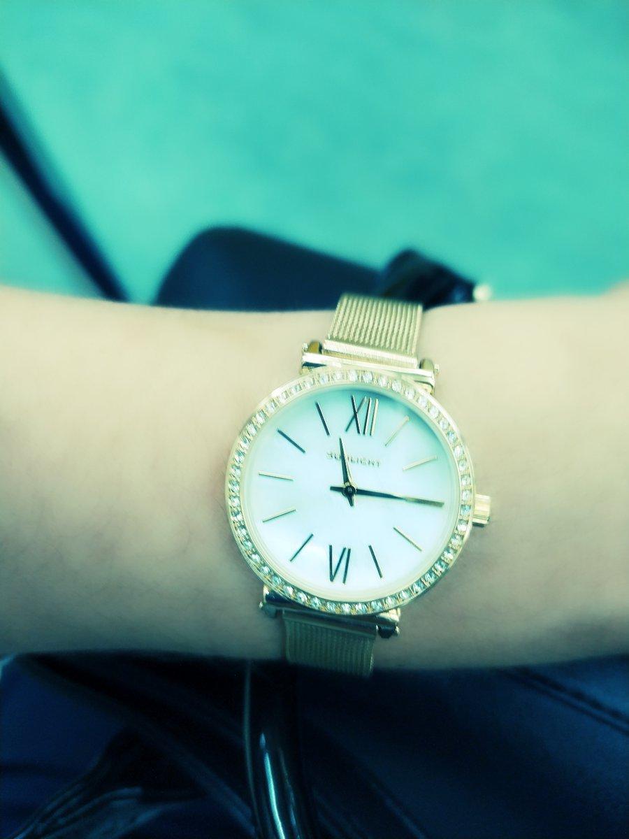 Часы очень нежные и красивая.