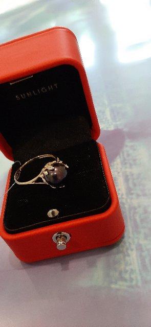 Золотое кольцо с культивированным жемчугом и бриллиантами