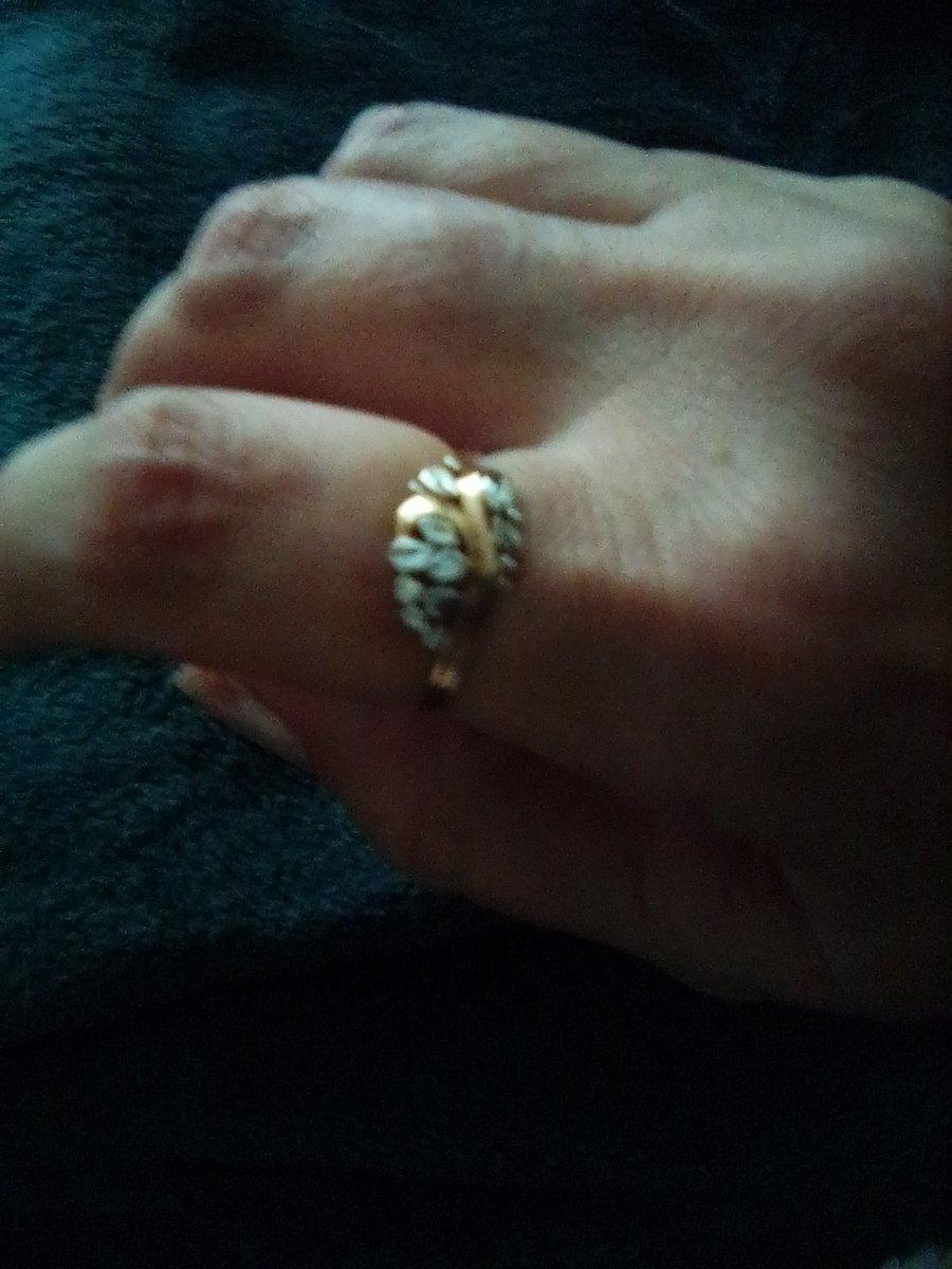 Замечательное колечко. очень хотелось кольцо на указательный палец. класс.