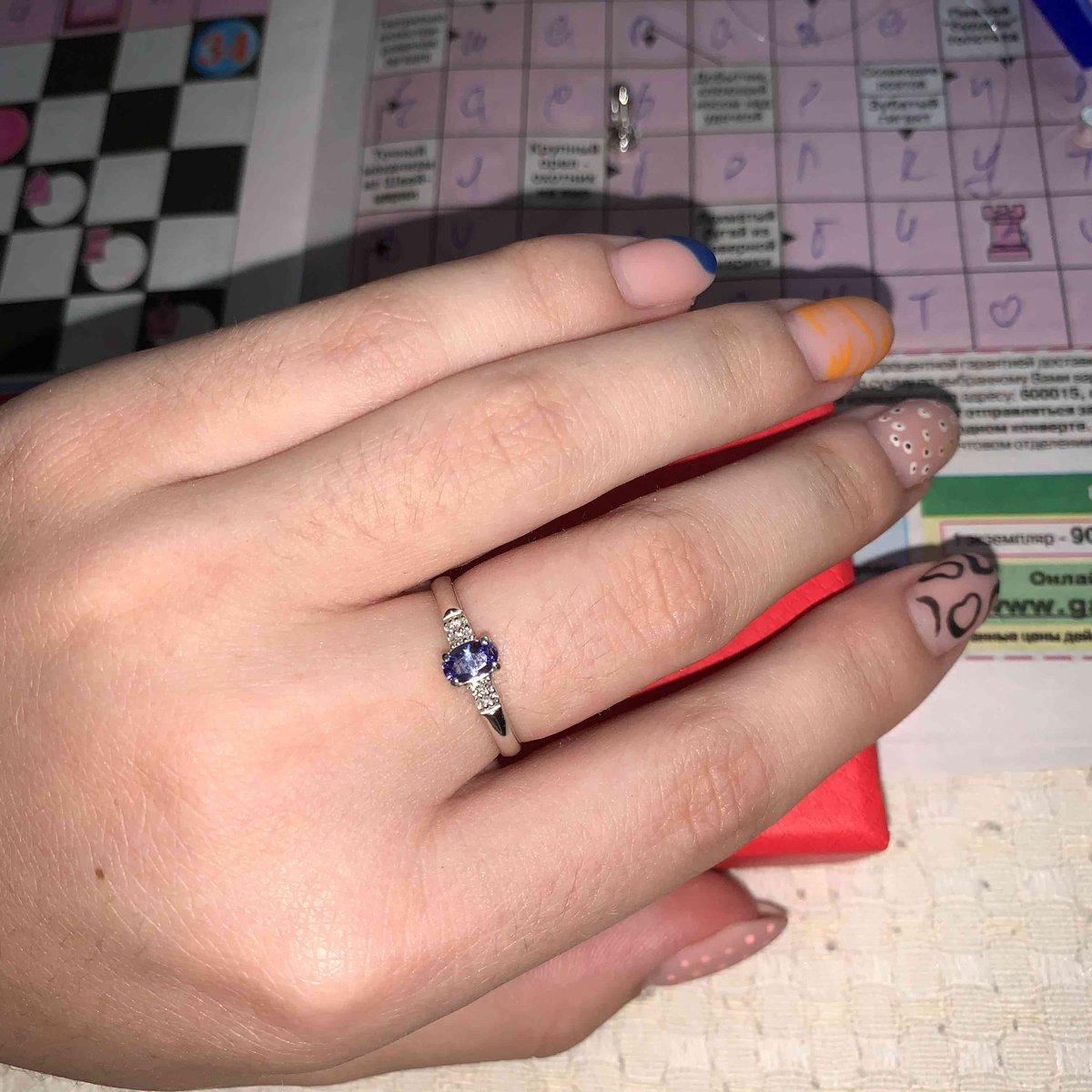 Отличное кольцо в минималистичном стиле с иневероятно красивым танзанитом!