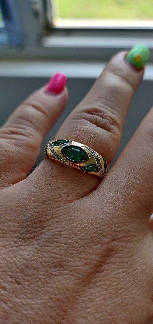 Шикарное кольцо с бриллиантами и ГТ изумрудами