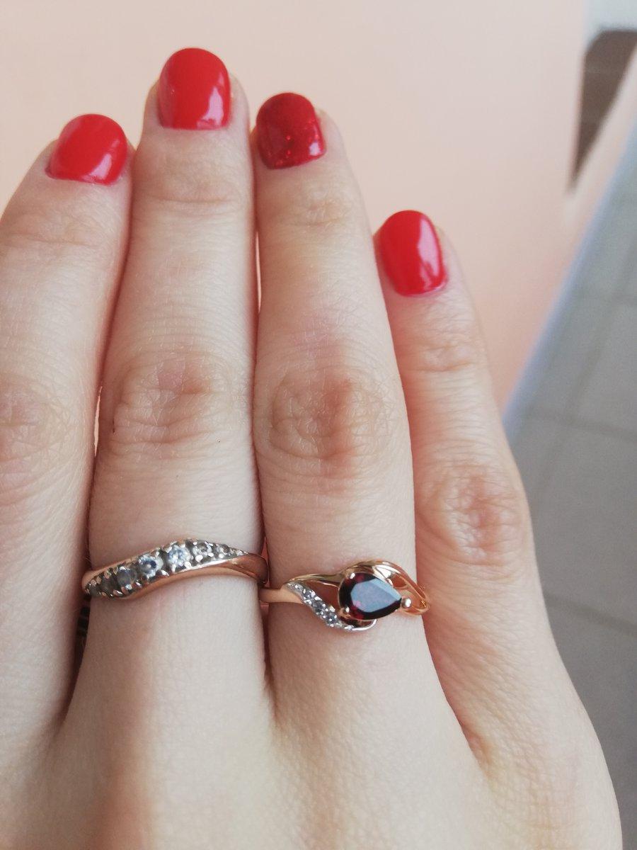 Кольцо на помолвку.
