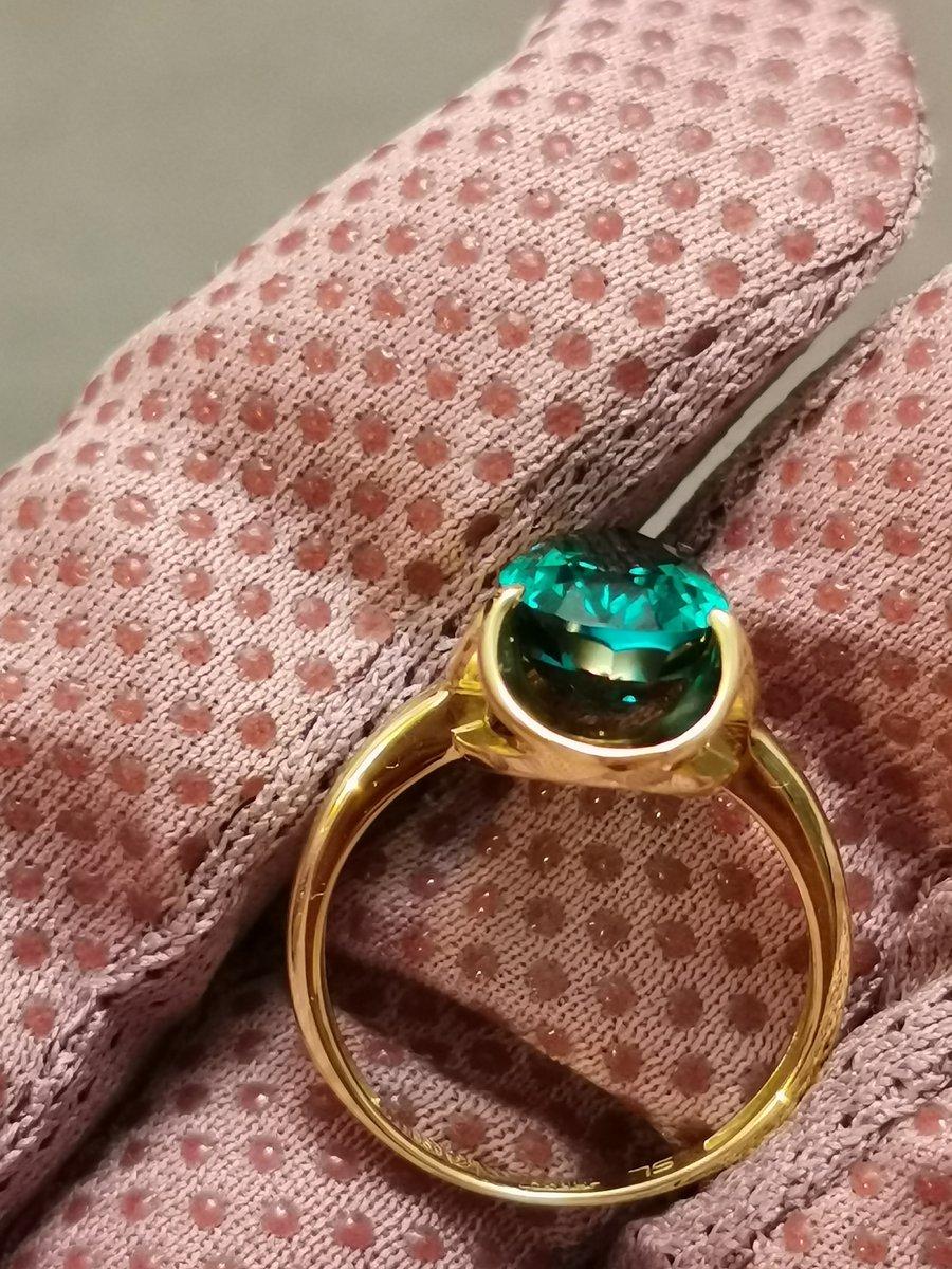 Кольцо с изумрудрм