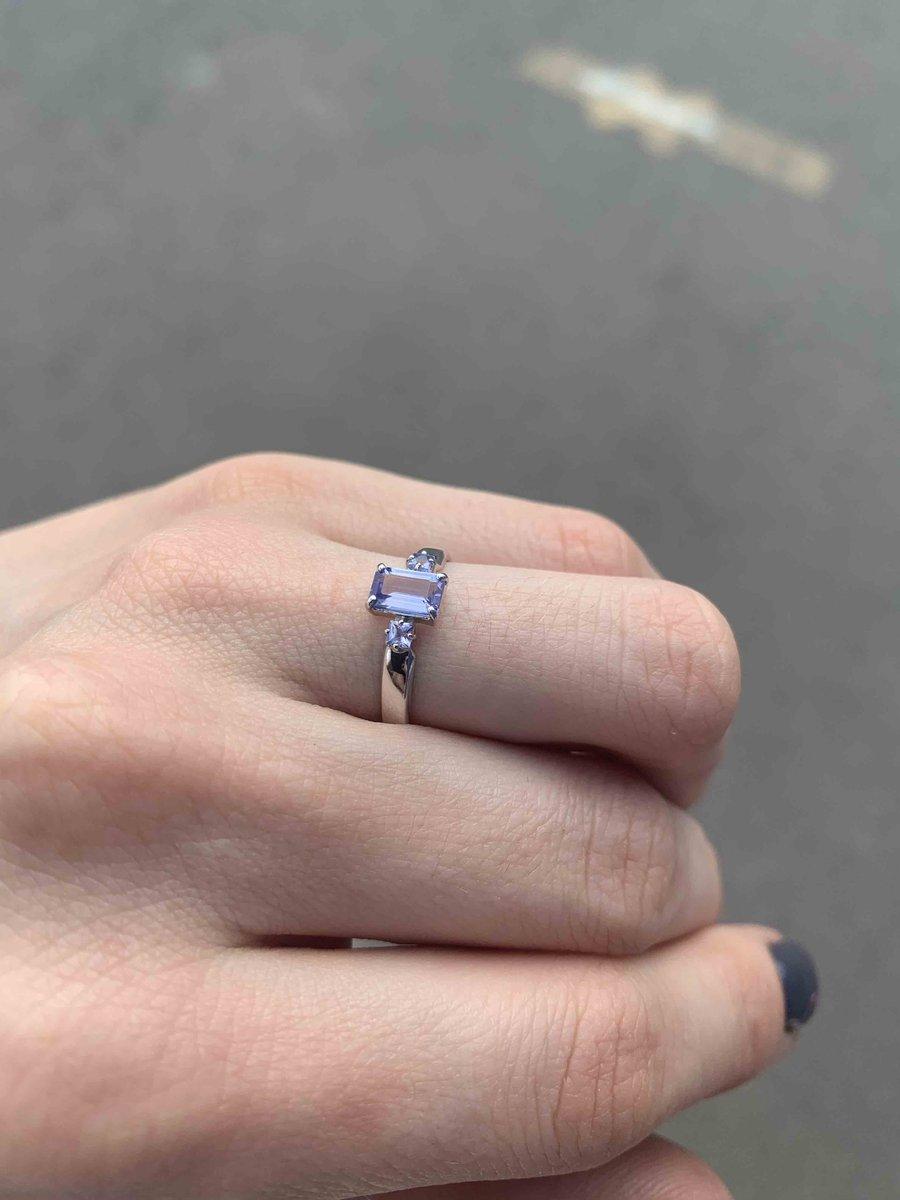 Невероятное кольцо с танзанитом
