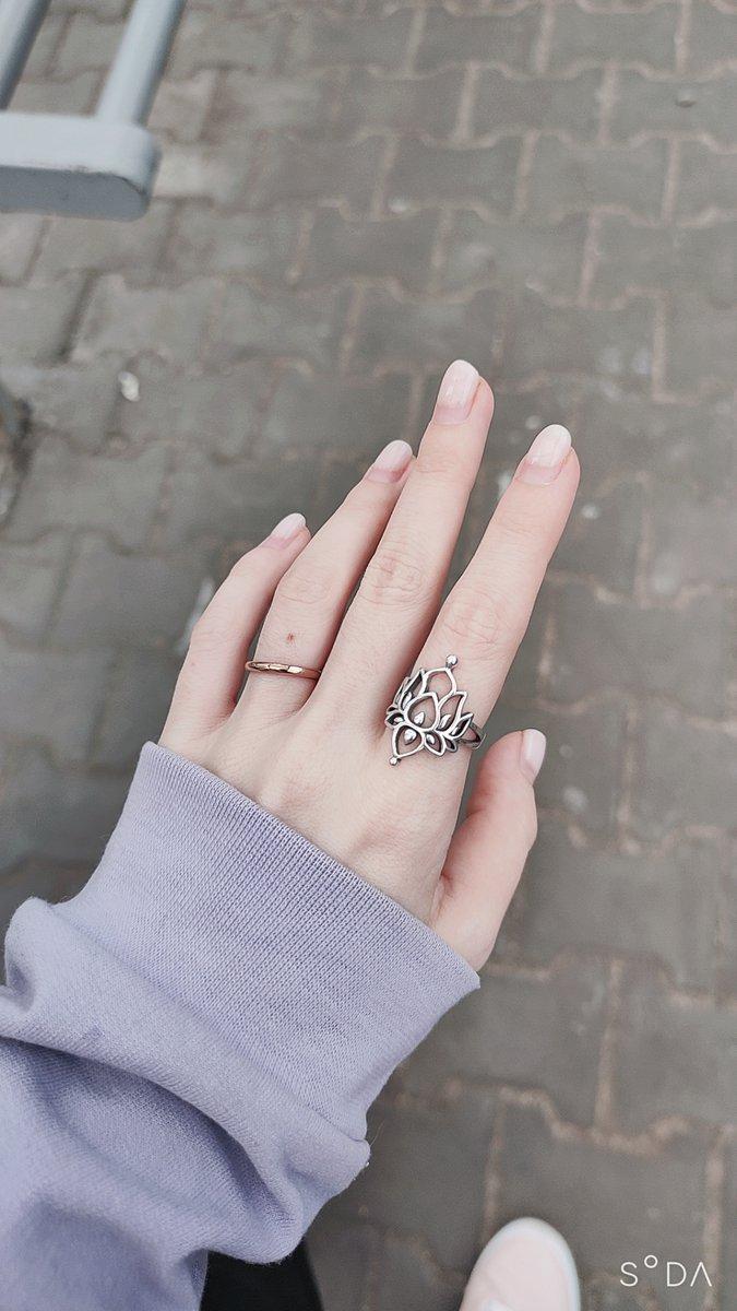 Необычайно красивое кольцо.