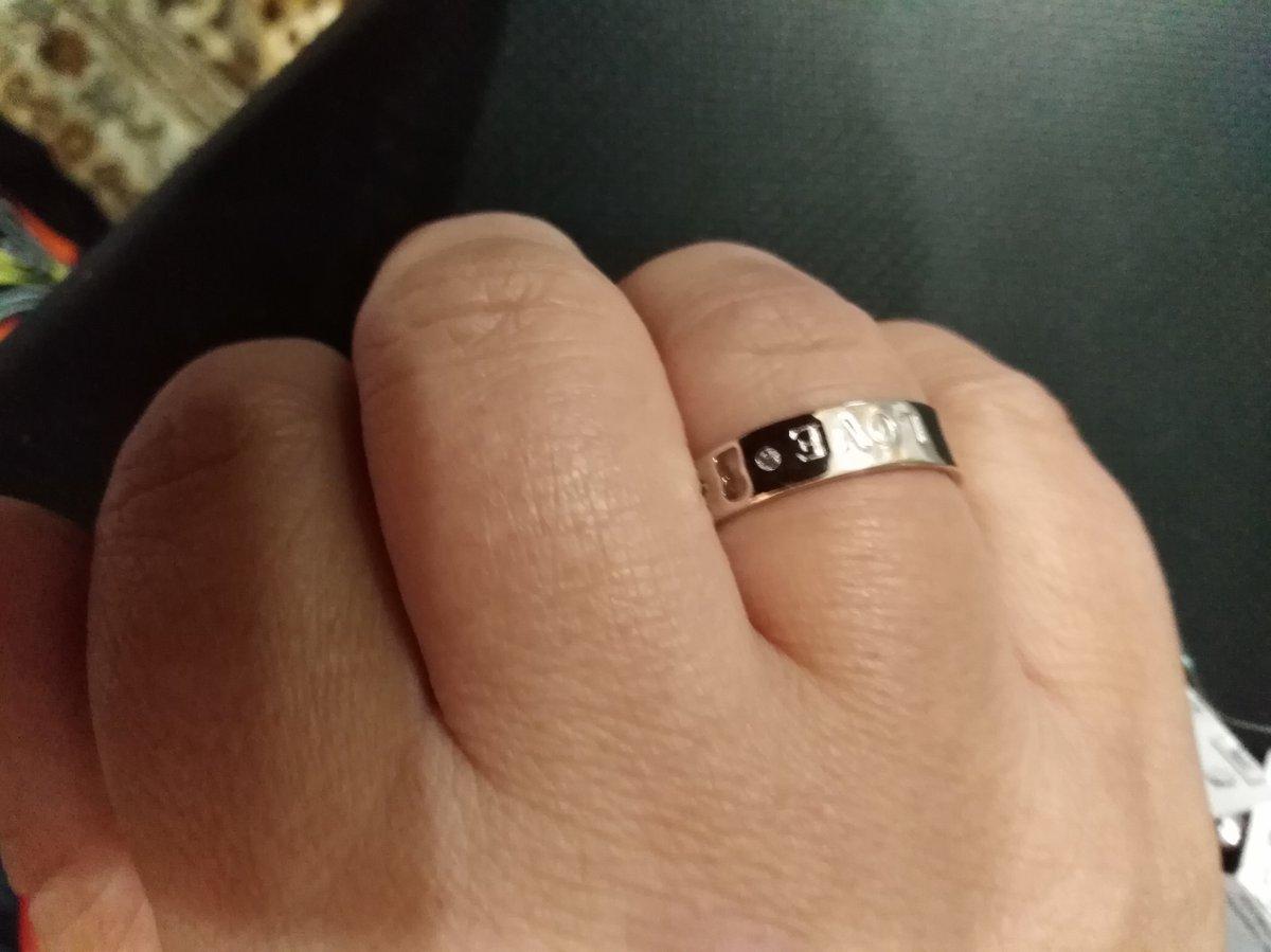 Простое и изящное кольцо.