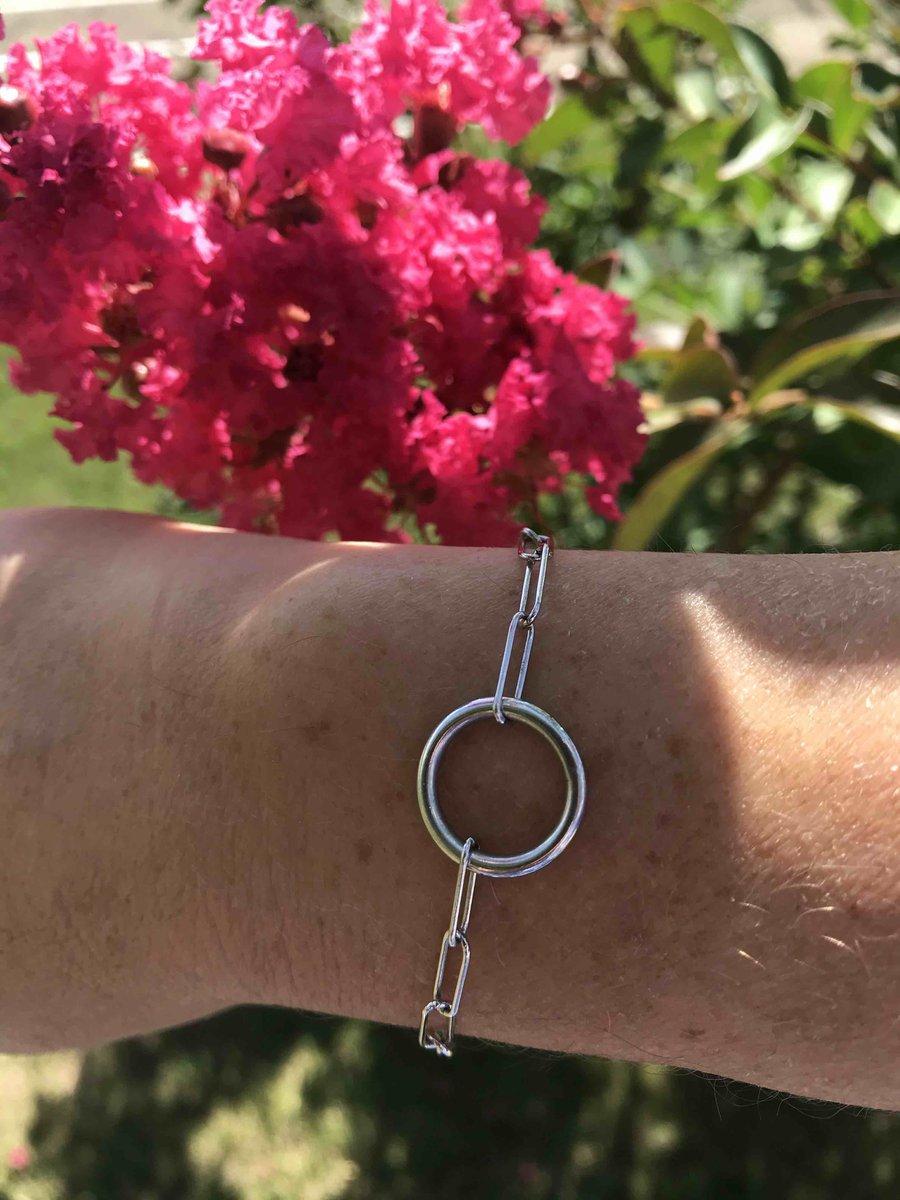 Современный браслет