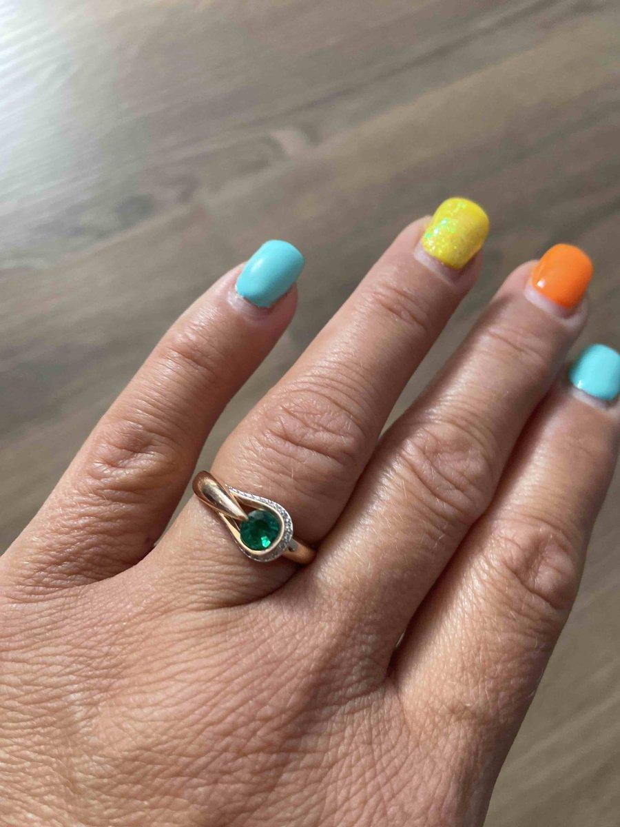 Очень красивое кольцо с изумркдом!!!👍💍