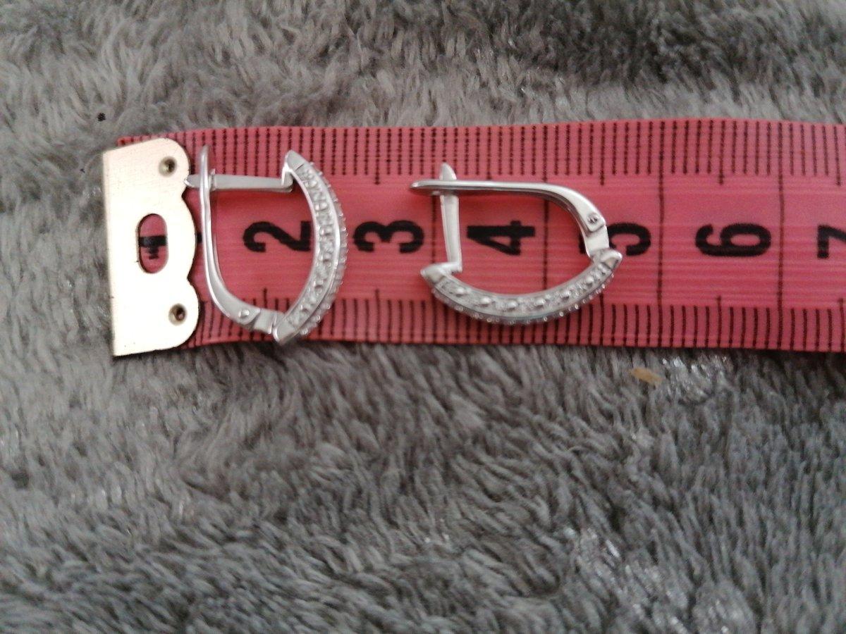 Серебряные серьги среднего размера с фианитами