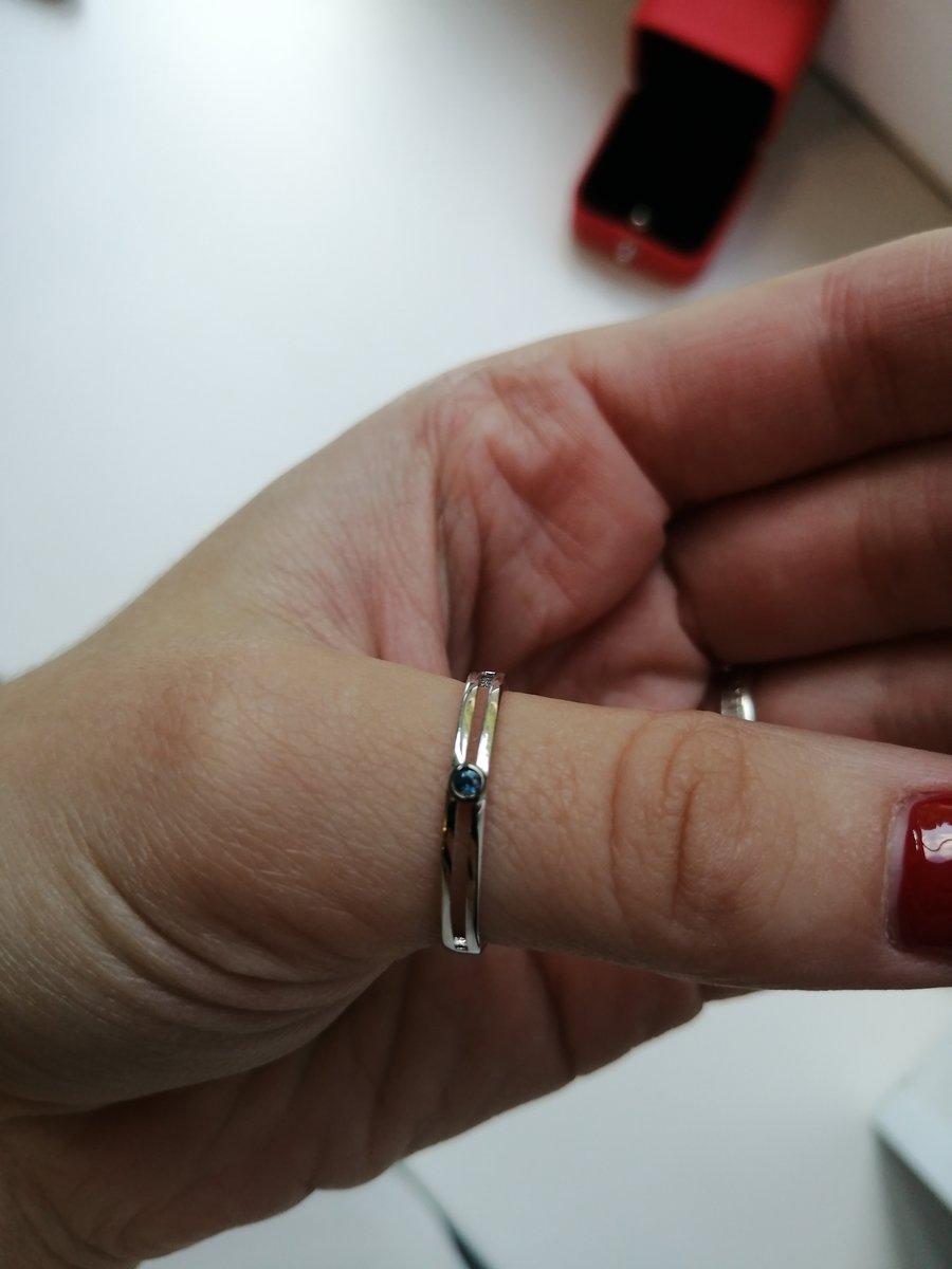 Чудесное кольцо из белого золота