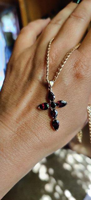 Гранаты в золотом кресте